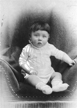 the early and later life of adolf hitler Hitler's early life adolf hitler was born on april 20, 1889, the fourth child of alois schickelgruber and klara hitler in the austrian town of braunau two of his siblings died from diphtheria when they were children, and one died shortly after birth.